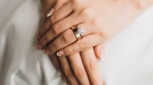 Girl wearing mismatch wedding ring closeup