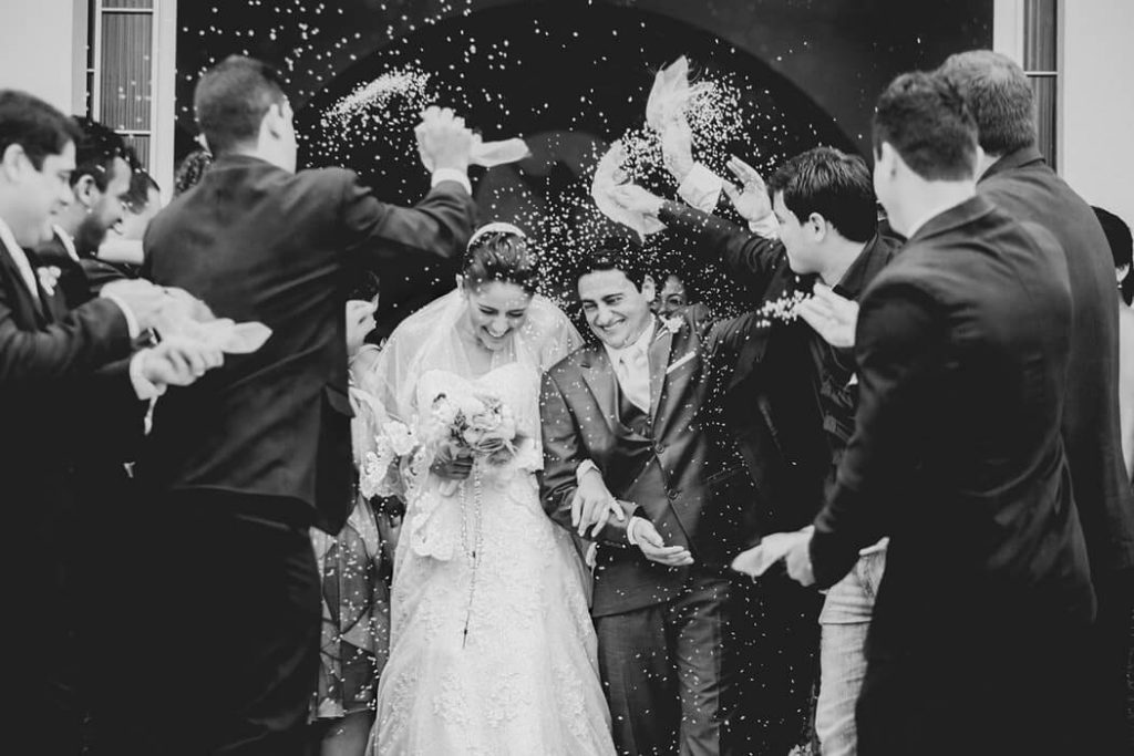 Throwing rice on brie and groom
