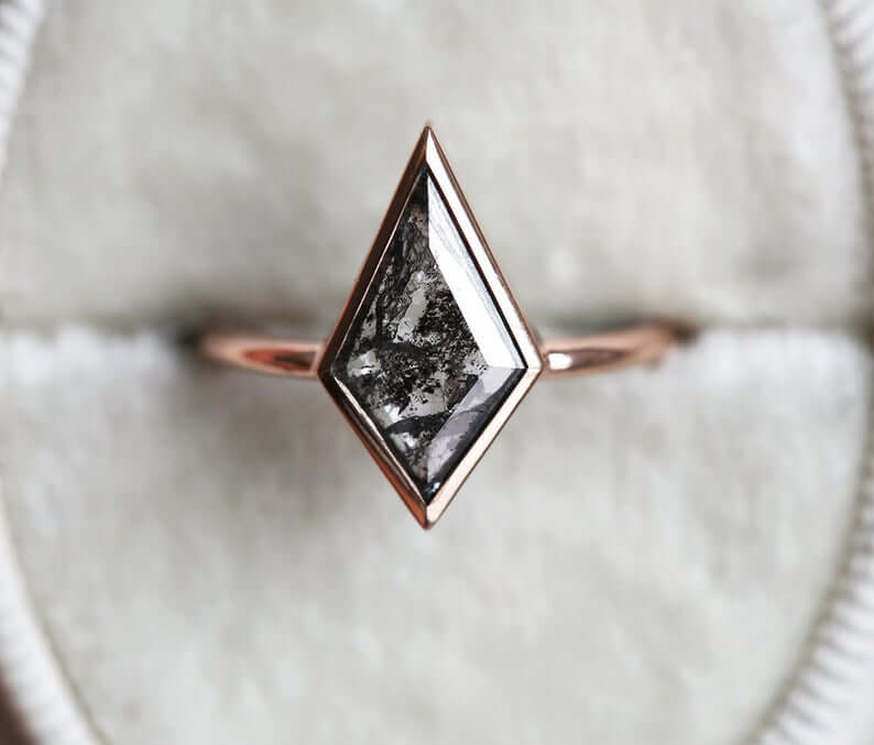 Kite salt-and-pepper diamond ring rose gold metal