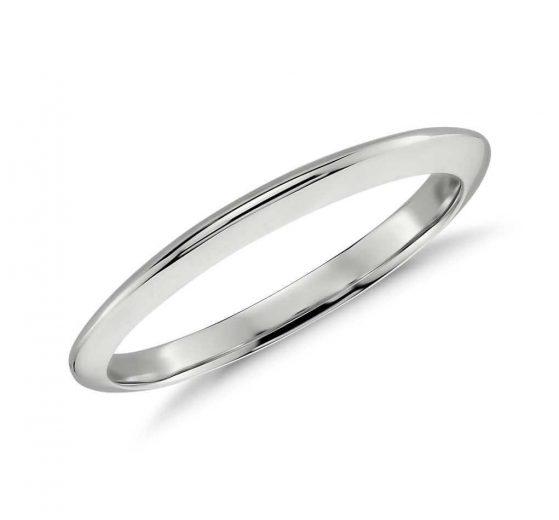 Knife edge wedding ring closeup