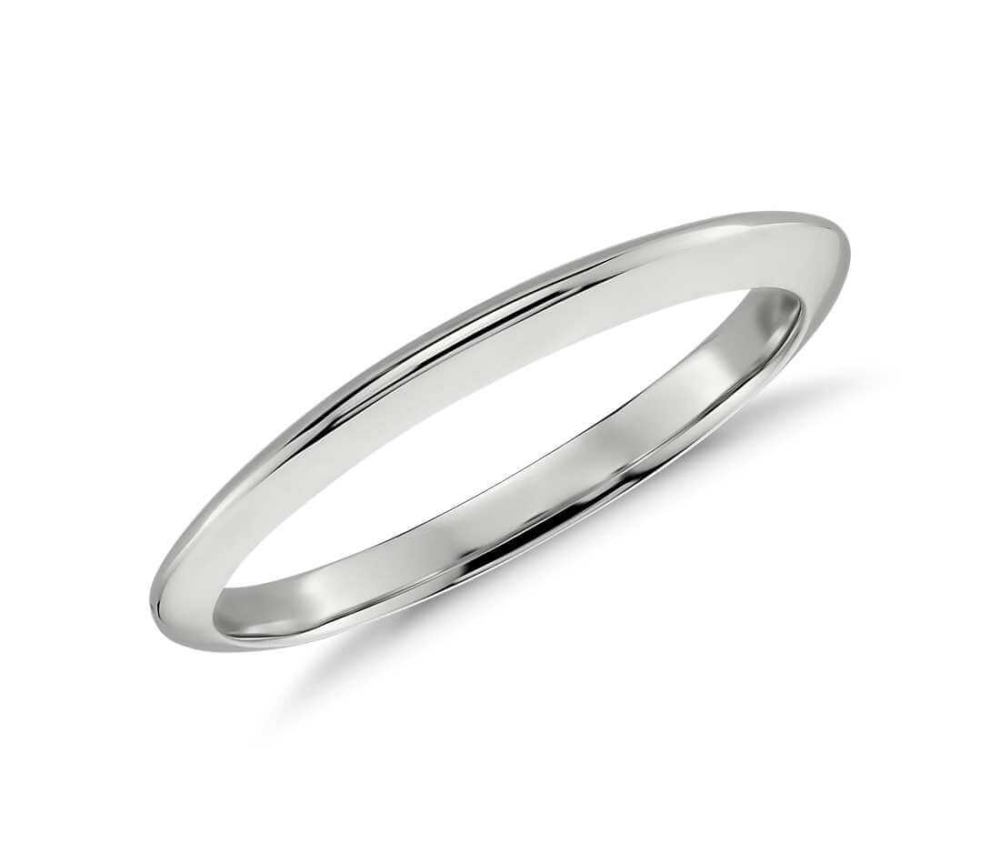 Knife edge wedding ring closeup