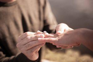 Choosing engagement ring on budget