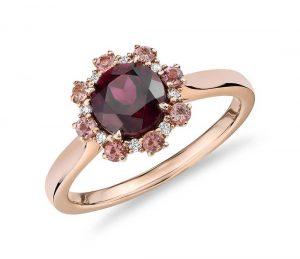 Red garnet ring in rose gold