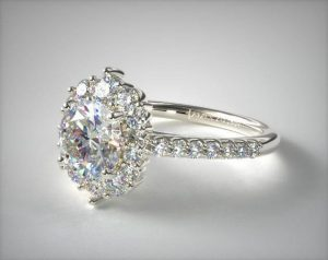 halo setting SI1 clarity engagement ring