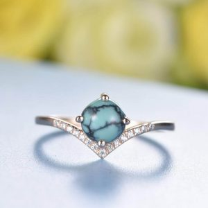 Shaped band turquoise ring