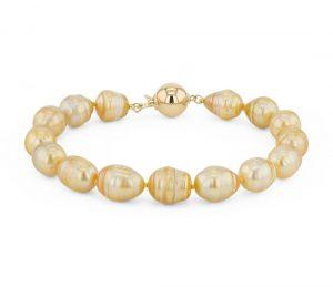 Golden pearls bracelet