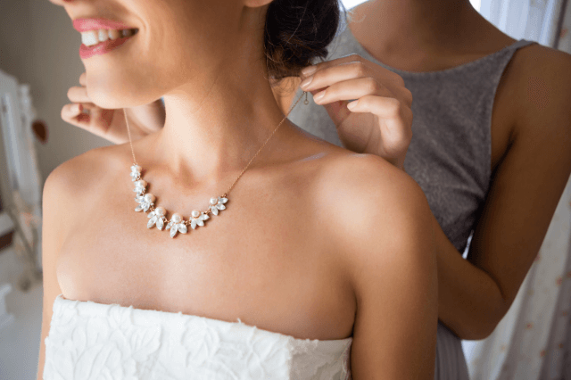 necklaces-to-wear-with-strapless-dresses