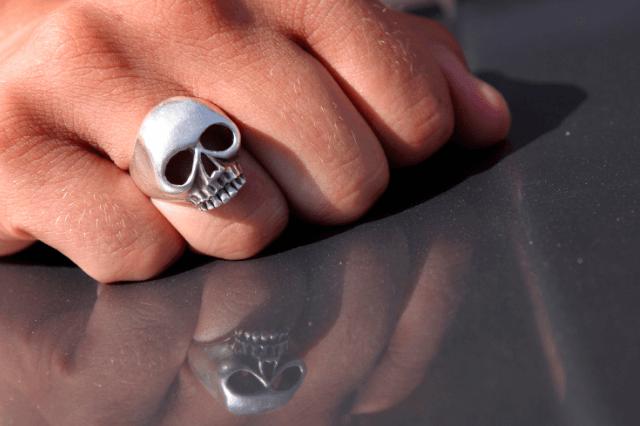 skull-engagement-ring-guide