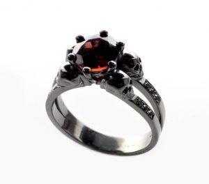 Skull ring engagement