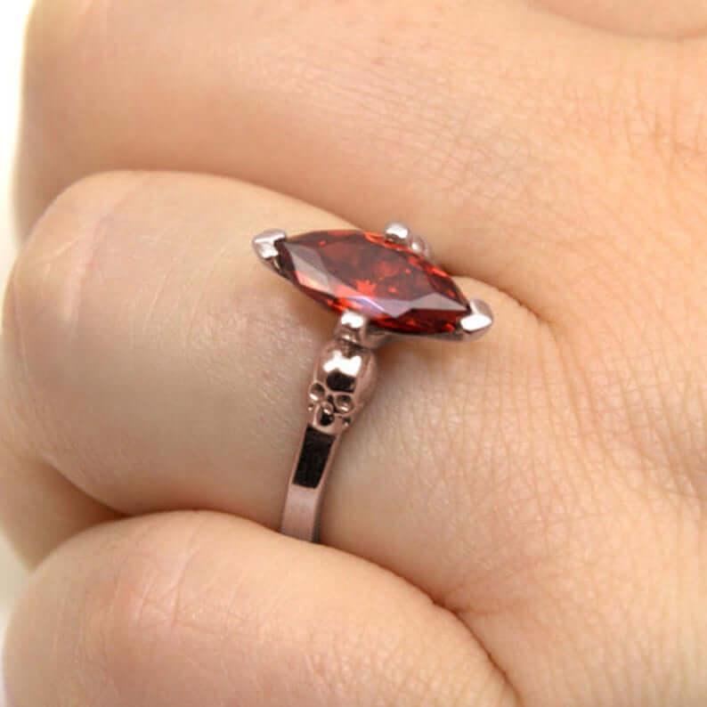 Skull ring with garnet