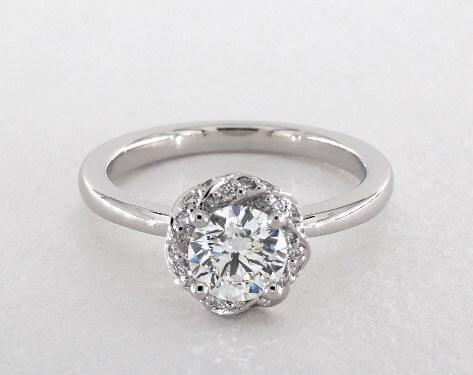 D color diamonds white metals