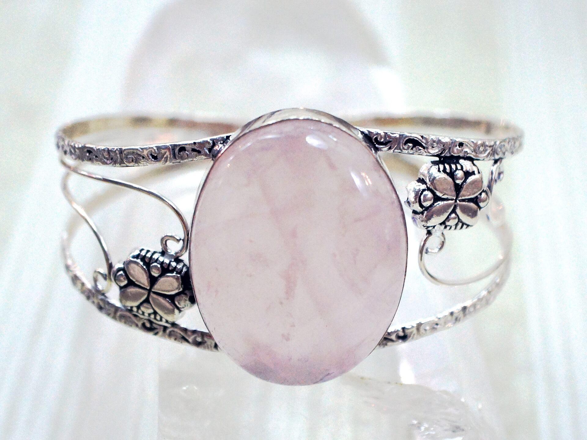 rose-quartz-jewelry-guide