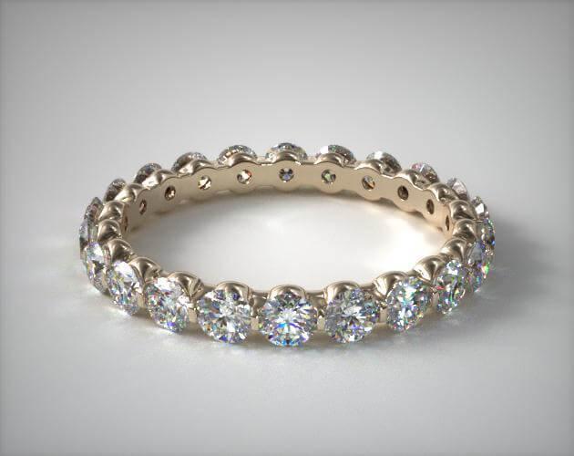 Shared prong setting ring closeup