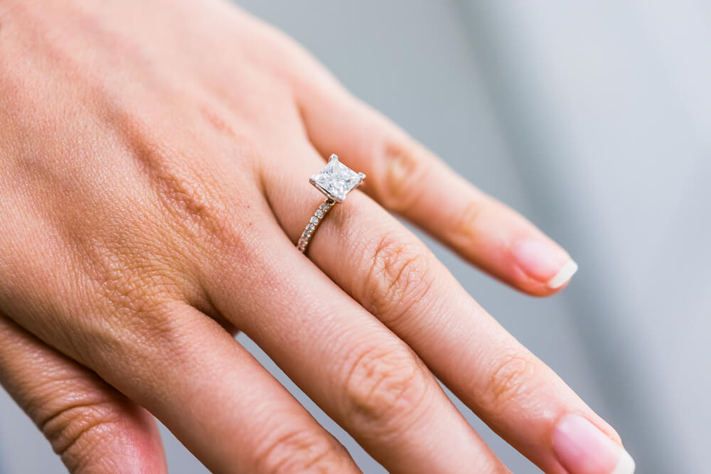 Shared prong setting ring pros and cons