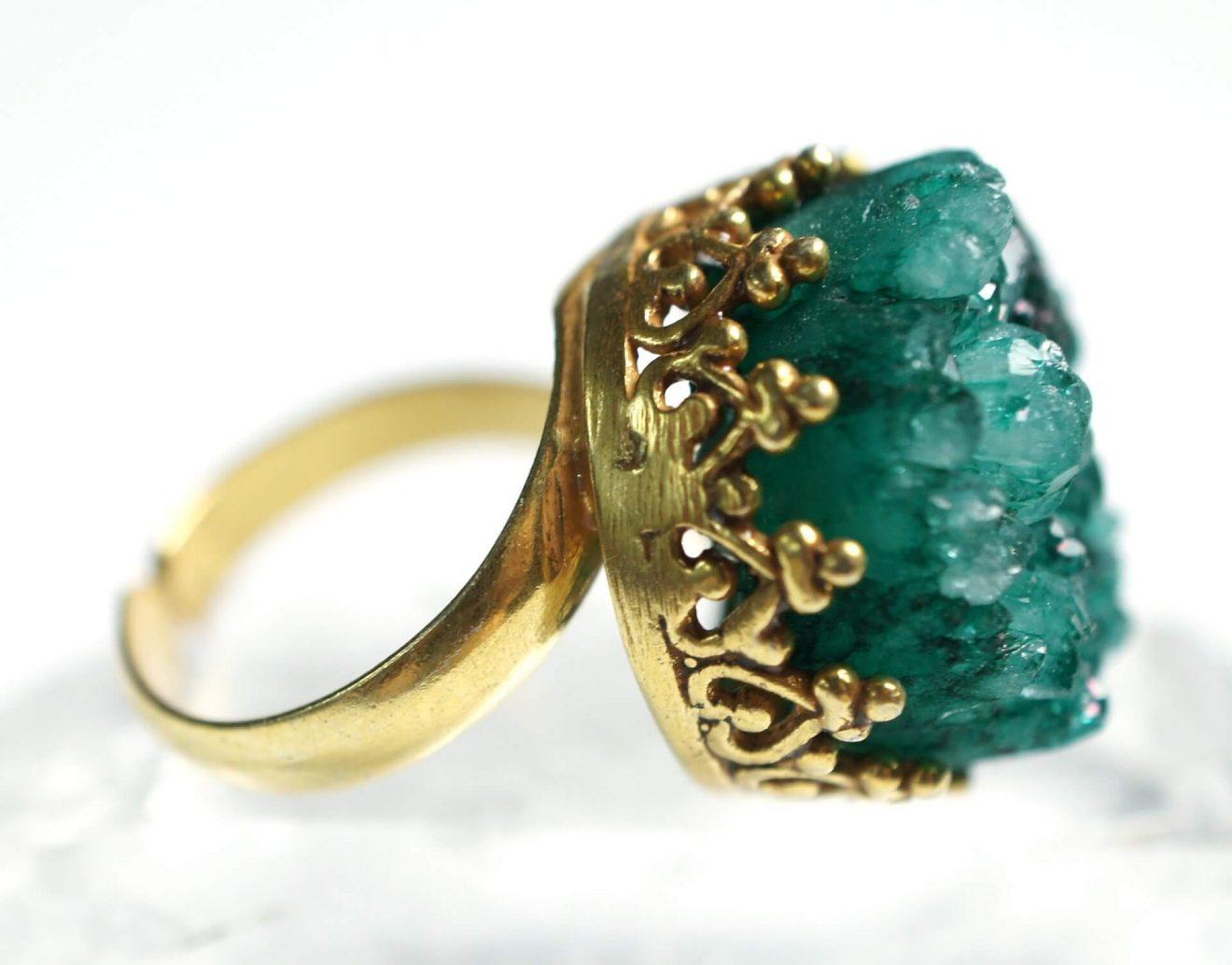 Green gemstones used in jewelry