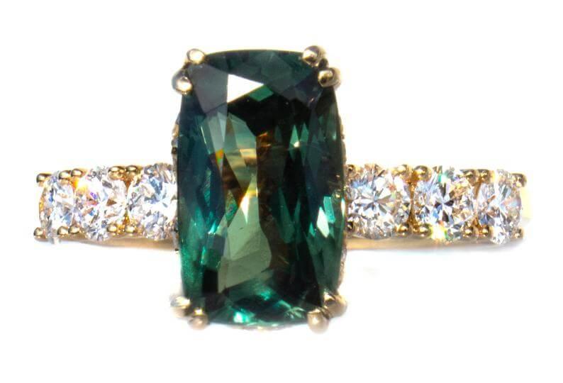 Green natural alexandrite ring