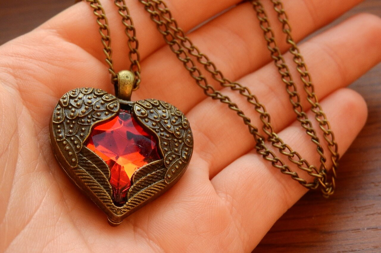 Winged heart necklace spinel