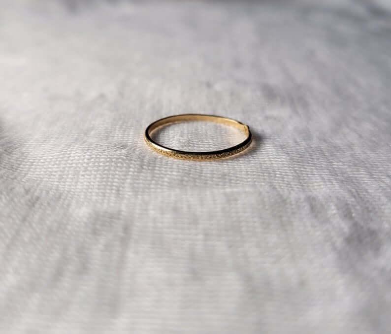 9k gold ring