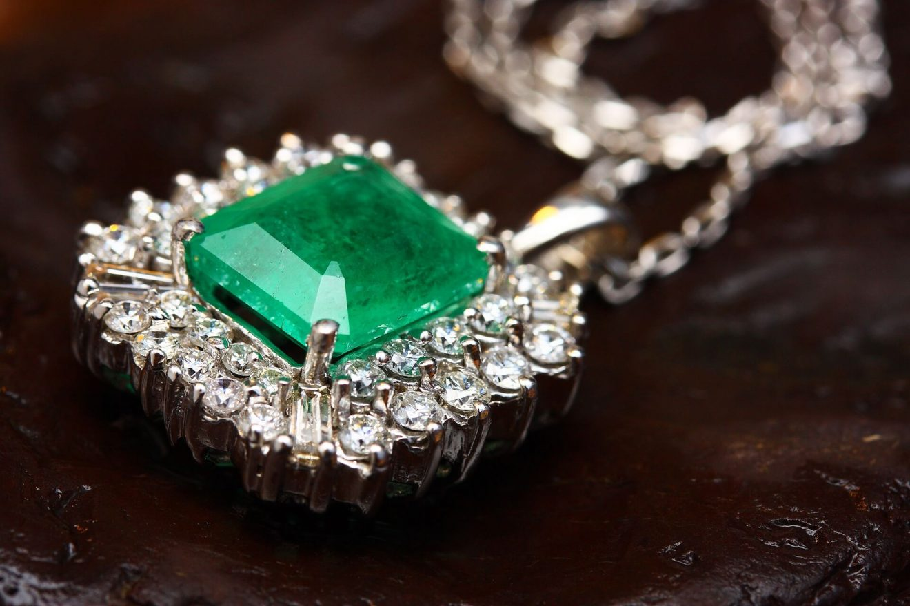 Chrome diopside gemstone buying guide