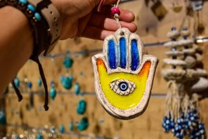 Hamsa hand symbol and what it means guide