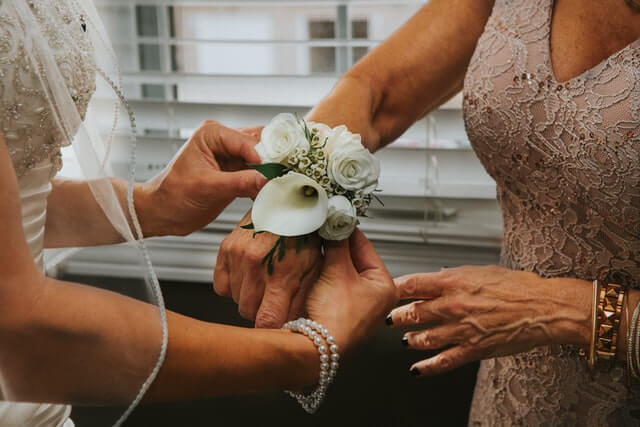 How to pick corsage