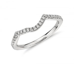 Irregular curved wedding band