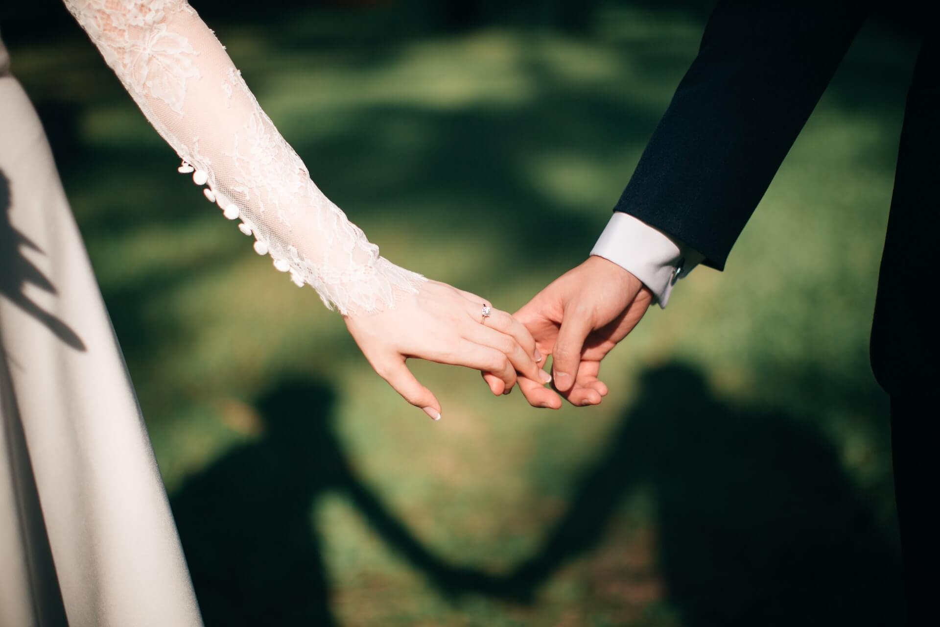 pros-and-cons-of-curved-wedding-bands-guide