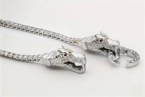 Types of jewelry clasps