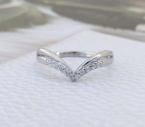 v shape curved wedding ring