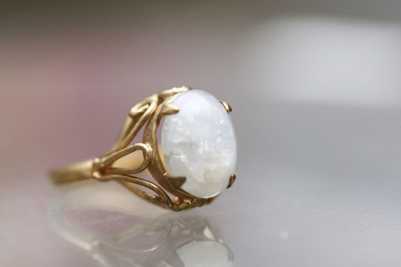 White gemstones guide
