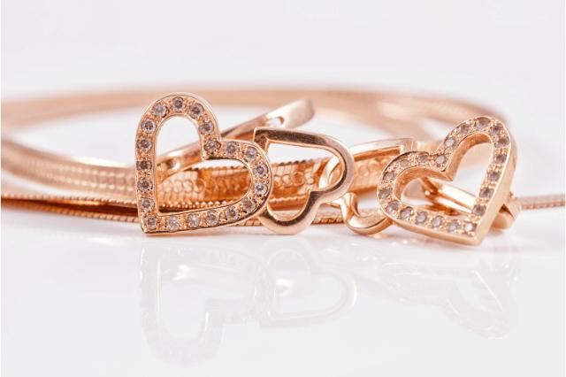 gold-jewelry-with-gemstones