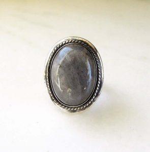 Gray quartz ring
