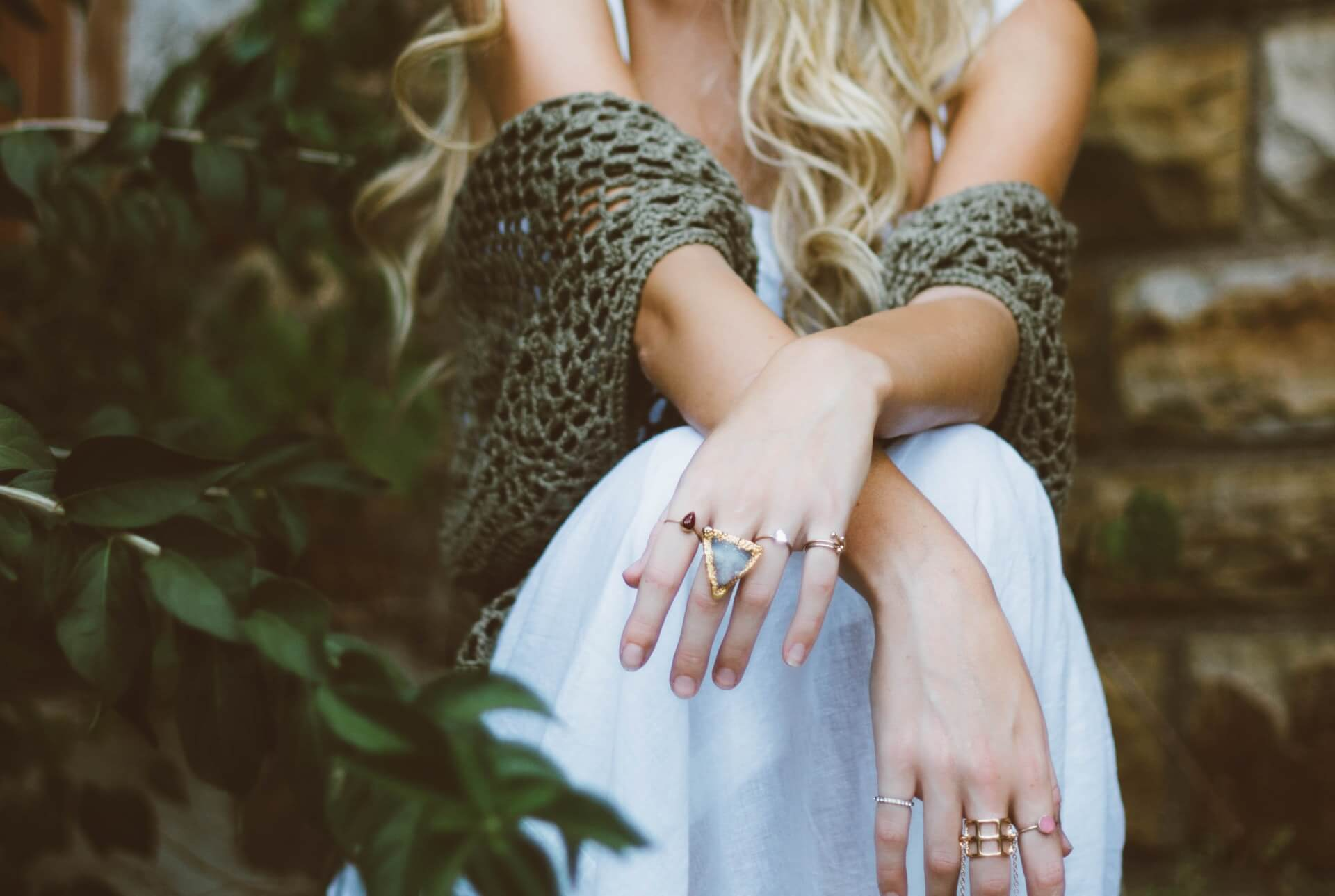 how-to-stop-jewelry-from-turning-your-skin-green-guide
