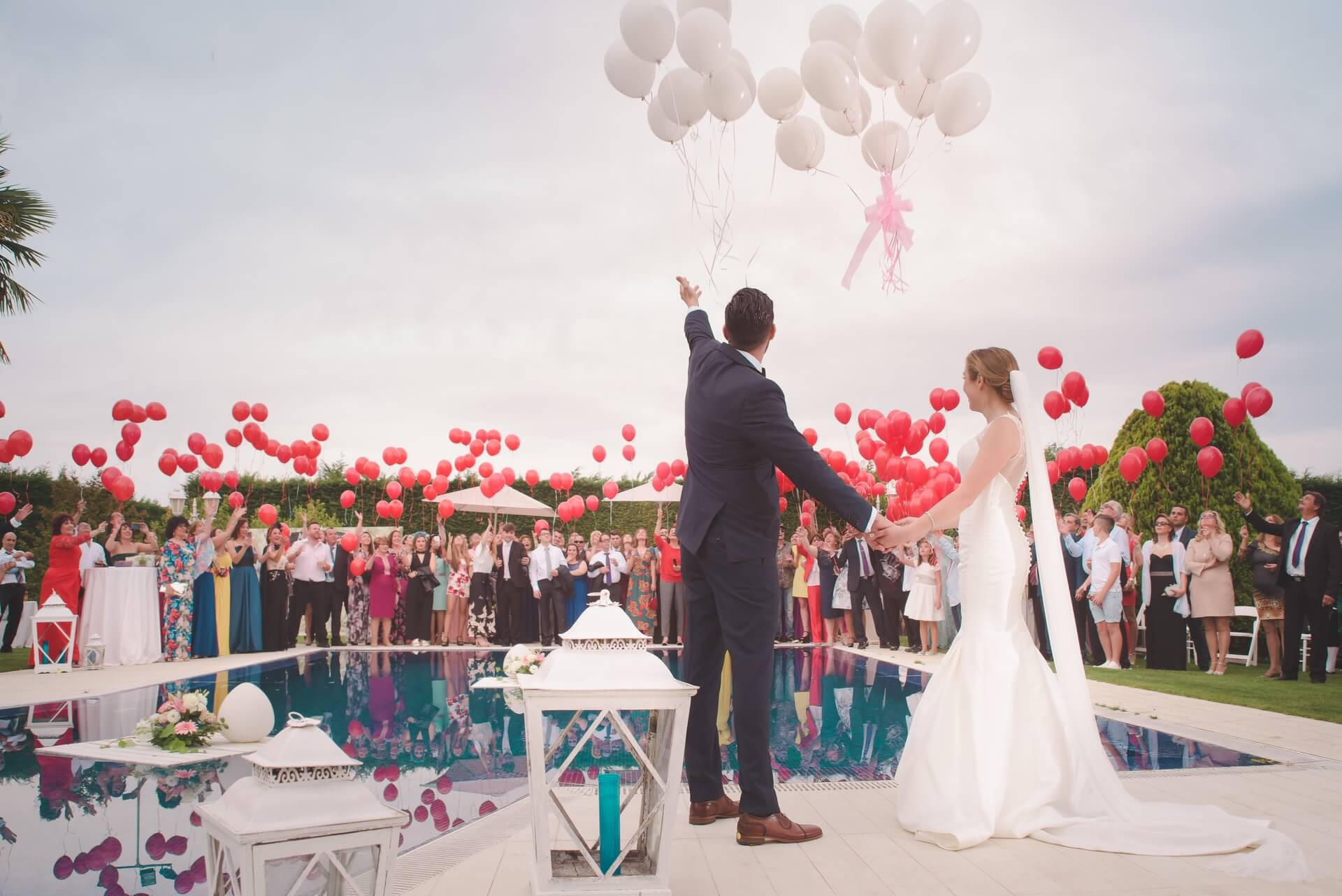 how-to-tip-your-wedding-vendors-guide