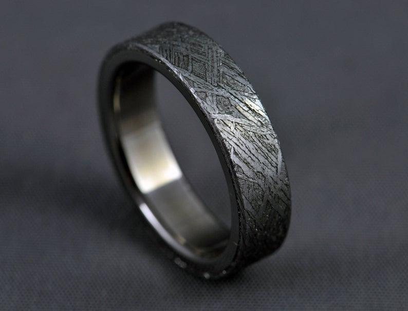 Black Gibeon meteorite ring